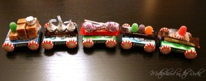 "All Aboard the ""Chew Chew"" Train! (Turn Gum into a Fun Christmas Craft)"